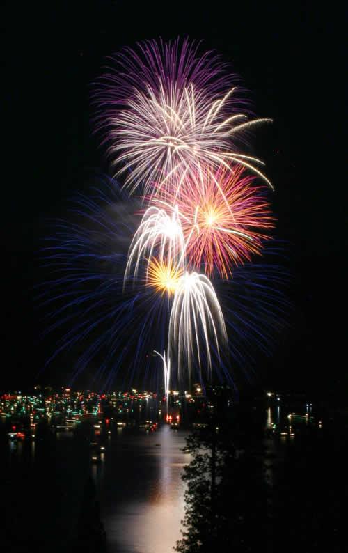 Image at night of Bass Lake Fireworks 2021 * Bass Lake Realty